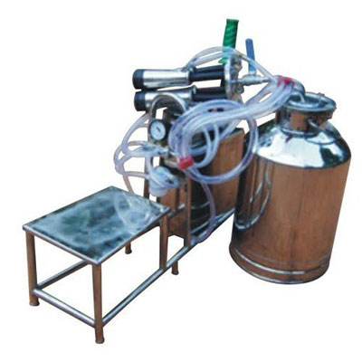 Hand Operated Single Bucket Milking Machine With Sitting Area
