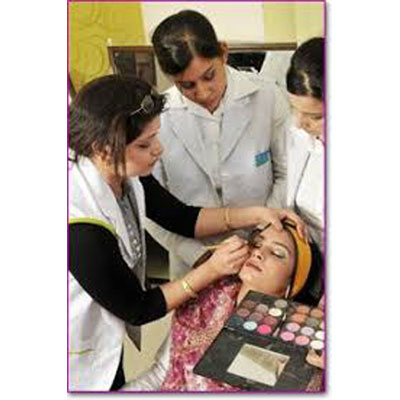 Ladies salon in Dehradun
